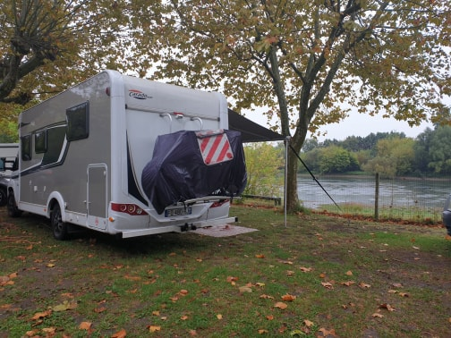Marsha pitched up along the bank of the River Dordogne at Castillon-la-Bataille