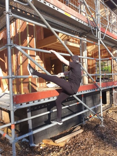 Sian climbing scaffolding